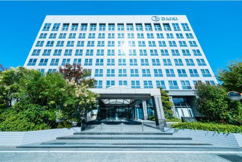 ダイキ㈱の100%子会社としてダイキアクシスは設立され、ホームセンター事業以外の事業(排水処理関係、住宅設備関係、バイオディーゼル燃料関係)をダイキ㈱より分割承継